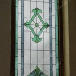 Витраж Тиффани в окне