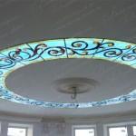 Витраж Тиффани с подсветкой на потолке